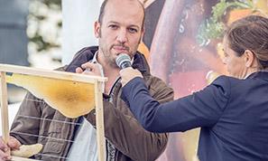 Tobias Miltenberger bei einem Vortrag von proBiene